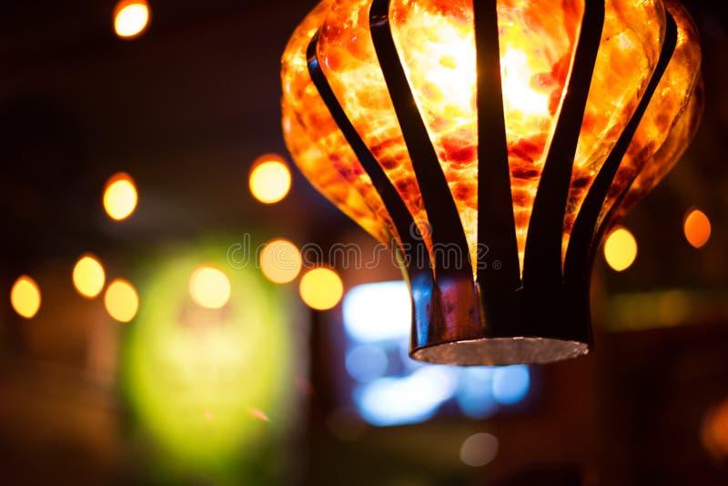 Lampe in einem Restaurant stockbild