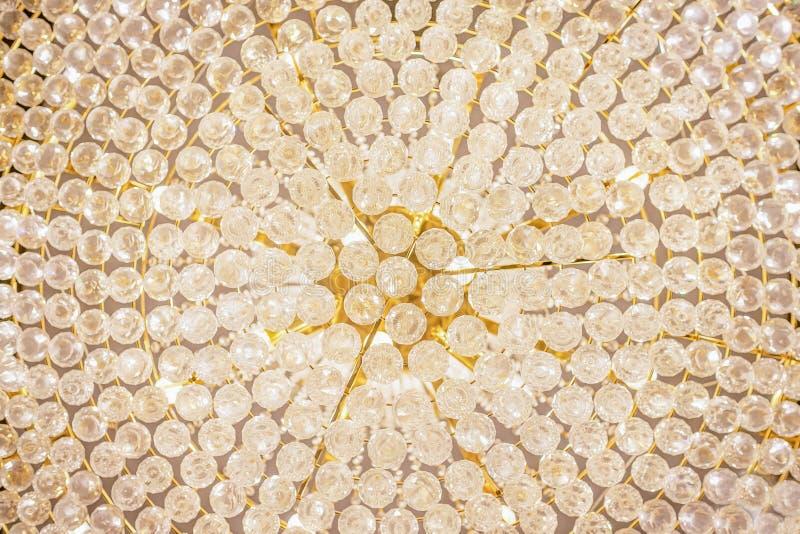 Lampe en cristal, détails fragment Mod?le en cristal Partie de lustre, fond de lumière de charme image stock