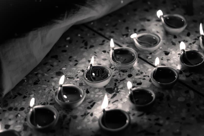 Lampe indienne traditionnelle en noir et blanc photo stock