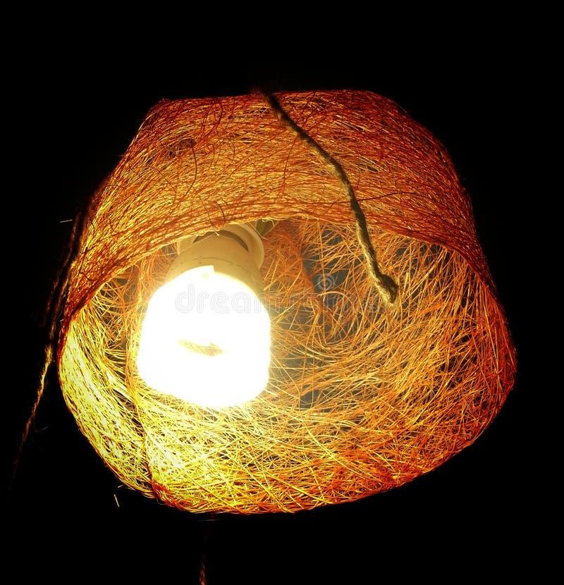 Lampe jaune sur un fond noir photos libres de droits