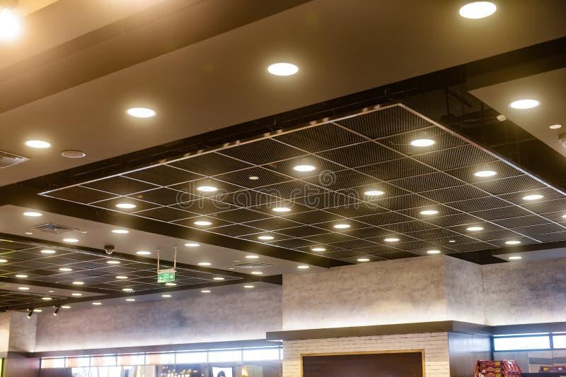 Lampe moderne de lumière de tir sur le toit photographie stock libre de droits