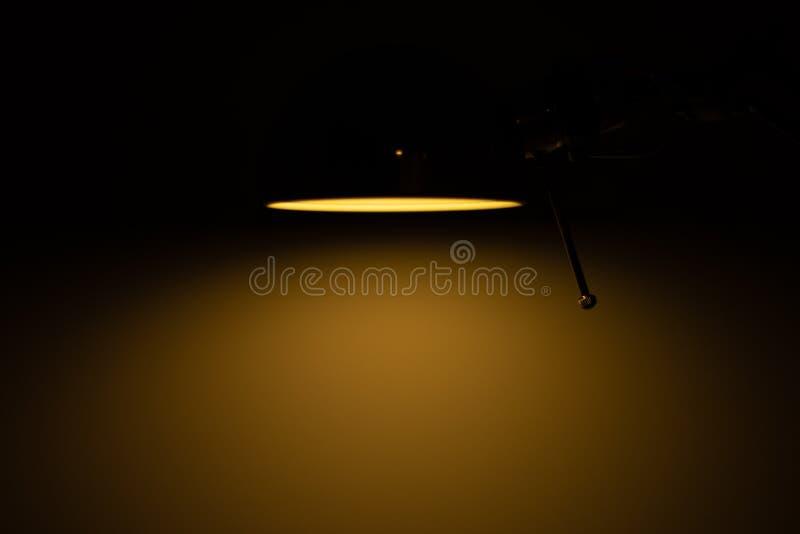 Lampe orange ampoule bureau lumière de nuit étudiant photo stock