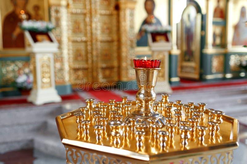 Lampe orthodoxe d'icône Huile d'église Attribut d'église photos stock