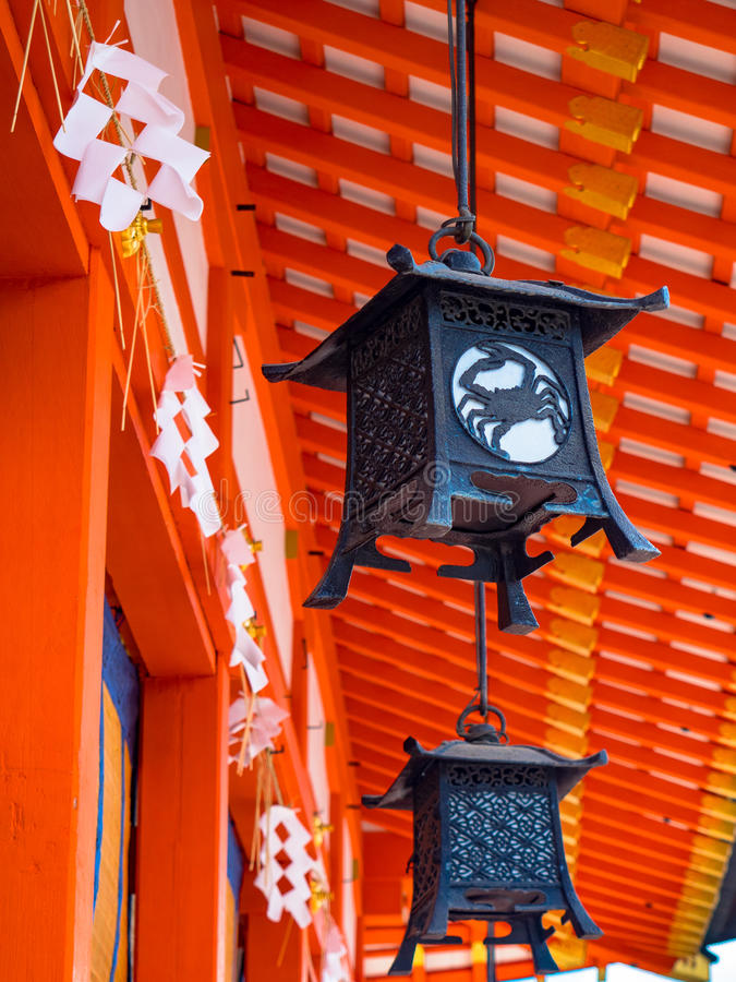 Lampe ou lanterne rouge image stock