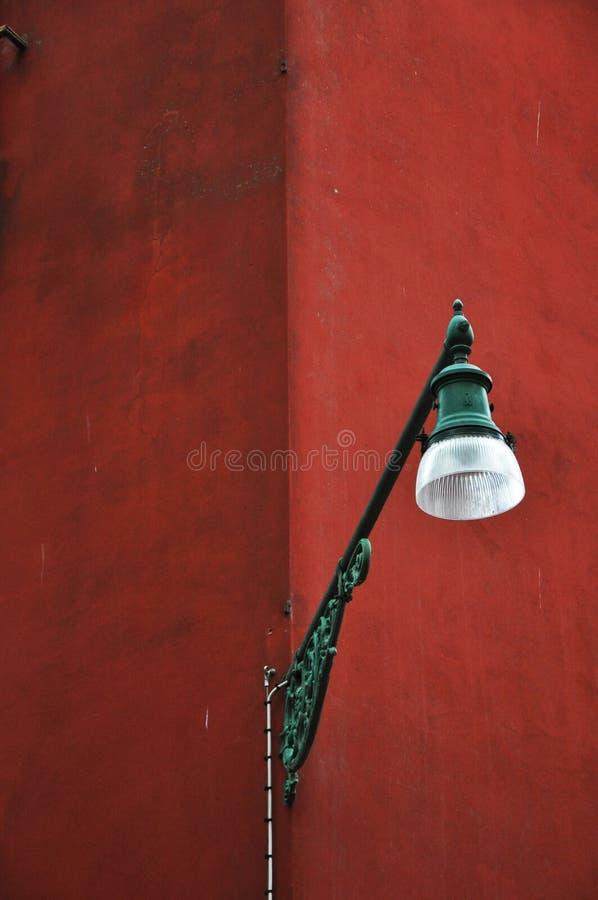 Lampe rouge à Venise image stock