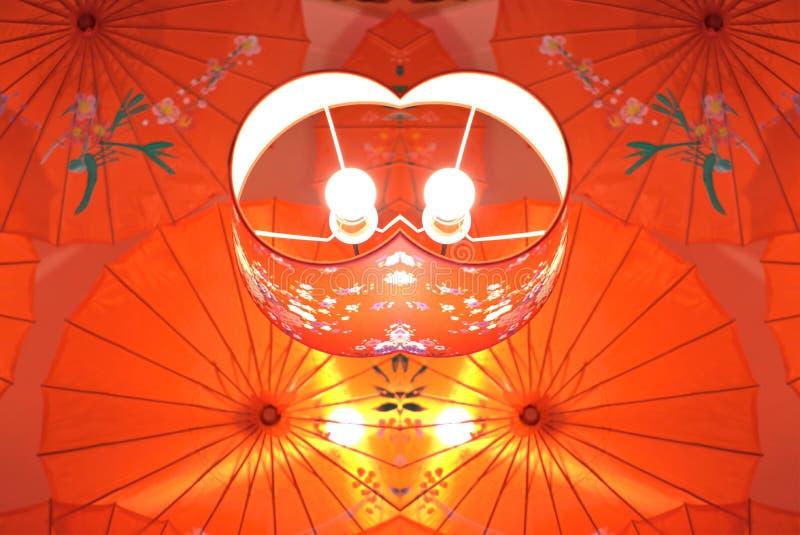 Lampe rouge chinoise kaléïdoscopique pour la décoration intérieure image stock