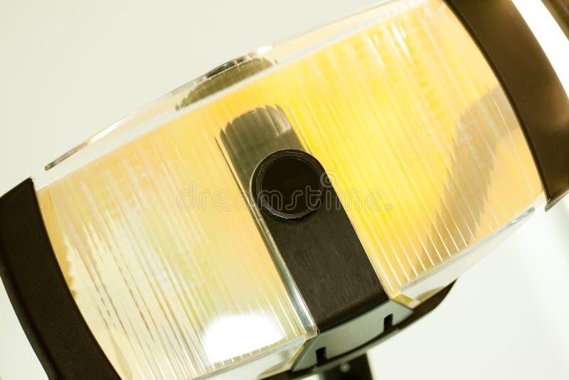 Lampe utilisée dans le bureau du dentiste pour la chirurgie photos stock
