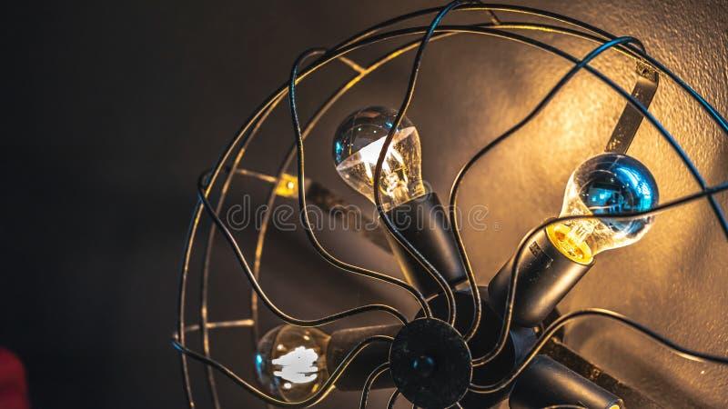 Lampen-Blätter, die im Fan beleuchten stockfotografie
