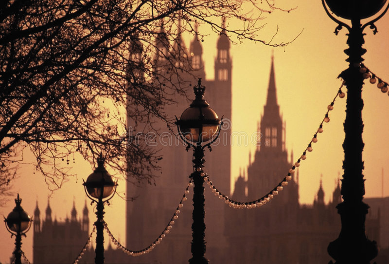 Lampen-Damm-Häuser des Parlaments stockfotos
