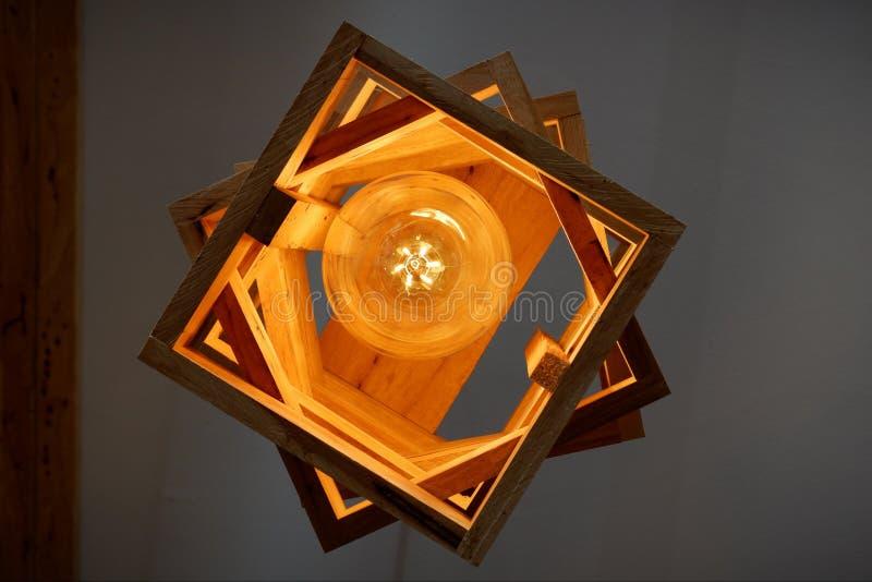 Lampen, die oben von der Unterseite schauen lizenzfreie stockfotografie