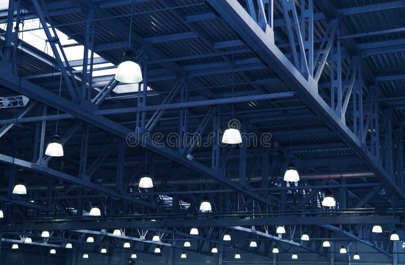 Lampen. Metalauslegungen stockbild