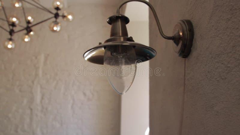 Lampen-Wand stellt an und ab stock video