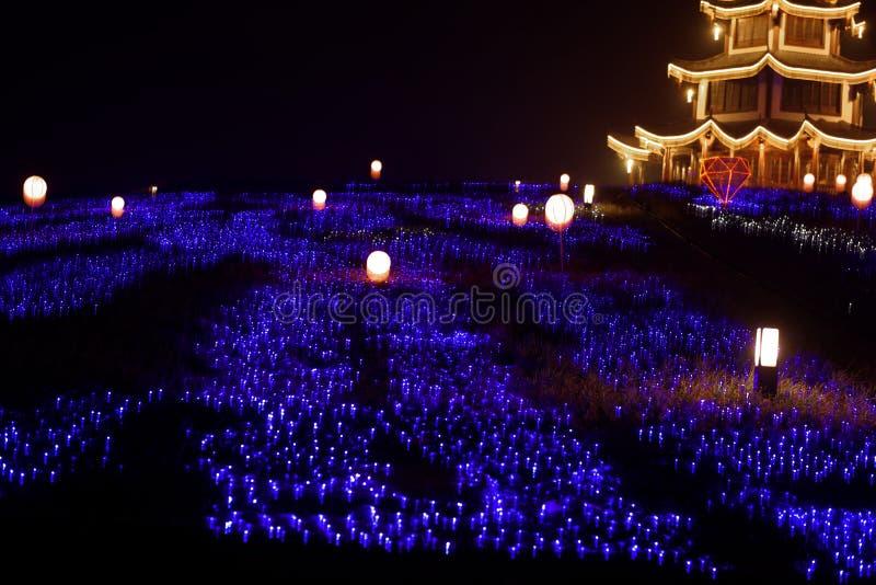 Lampes au néon avec de formes-Le le festival de lanterne différent d'abord à Nan-Tchang photographie stock