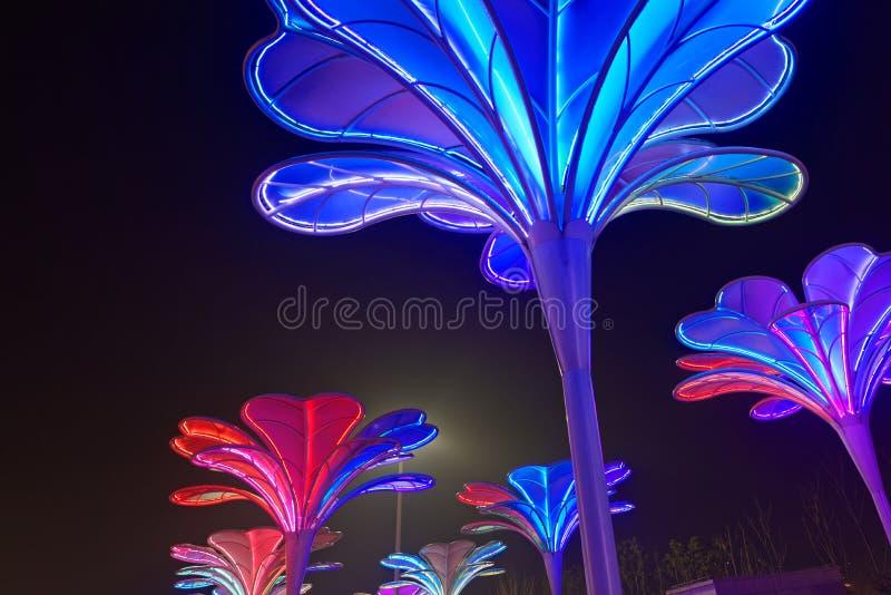 Lampes au néon avec différentes formes images stock