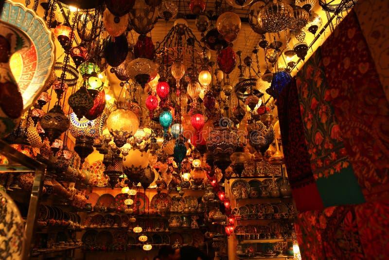 Lampes décoratives dans le bazar grand Istanbul image libre de droits