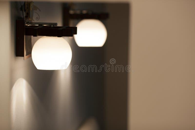 Lampes de mur avec la nuance blanche photos stock