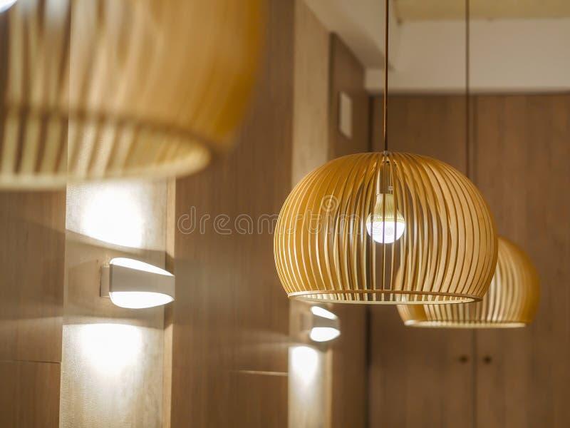 Lampes en bois japonaises traditionnelles photo stock