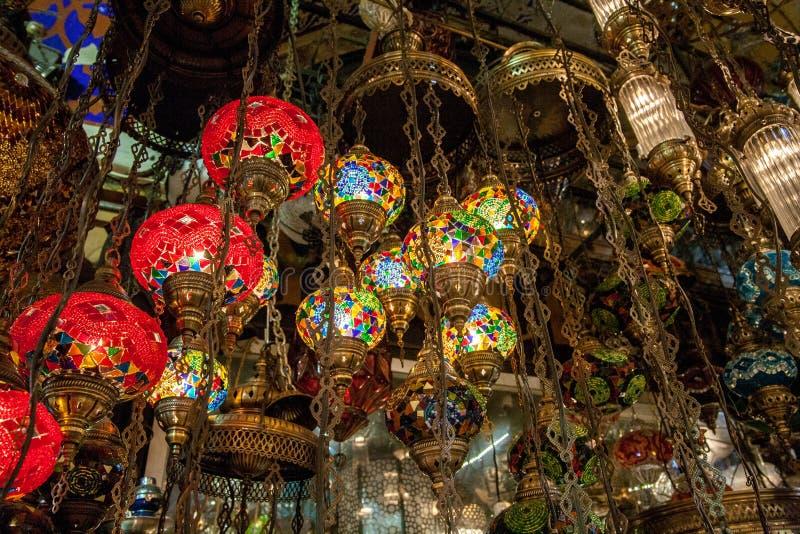 Lampes en verre sur le marché en plein air à Istanbul, Turquie photos stock