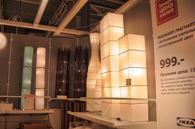 Lampes et appareils d'éclairage dans le magasin photo libre de droits
