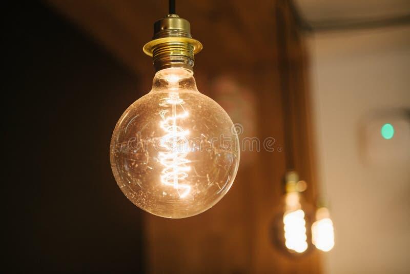 Lampes modernes décoratives dans un café Foyer sélectif photos libres de droits
