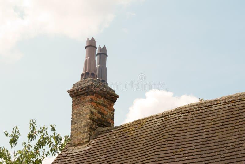 Lampglasbunt på taket av Tudor byggnad fotografering för bildbyråer