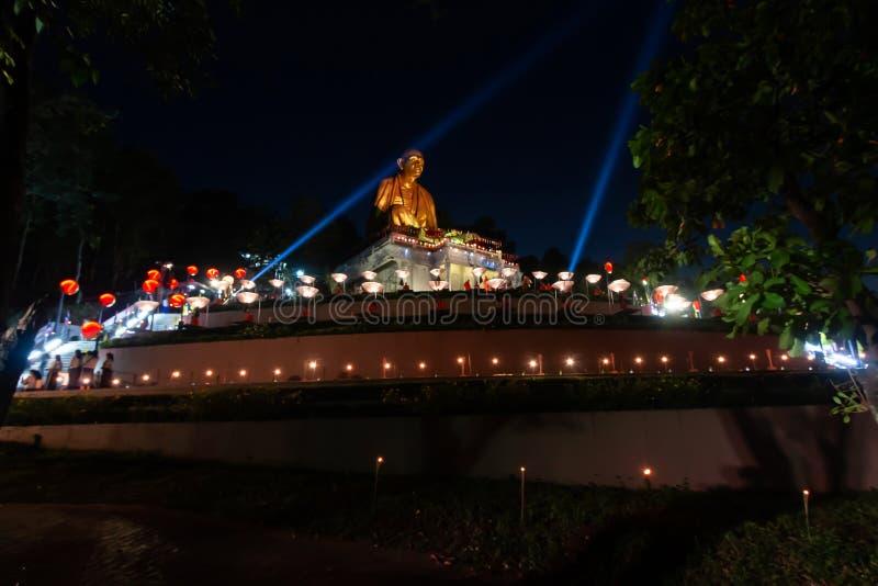 """Lamphun, †""""November22 de Tailândia, 2018: As monges estão rezando no festival do krathong de Loy imagem de stock"""