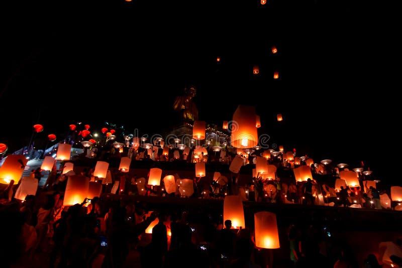 "Lamphun, Thailand-†""November22, 2018: Loy-krathong Festival mit Himmellaternen stockfotografie"