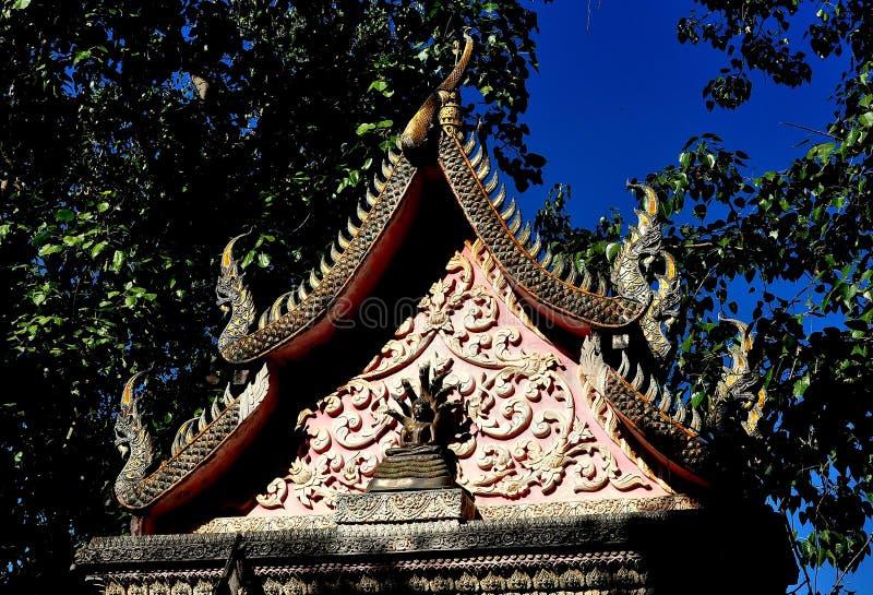 Lamphun Thailand: Nyckel på den thailändska templet arkivbilder