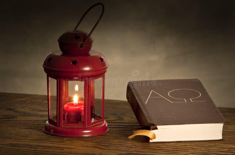Lampion z biblią obraz stock