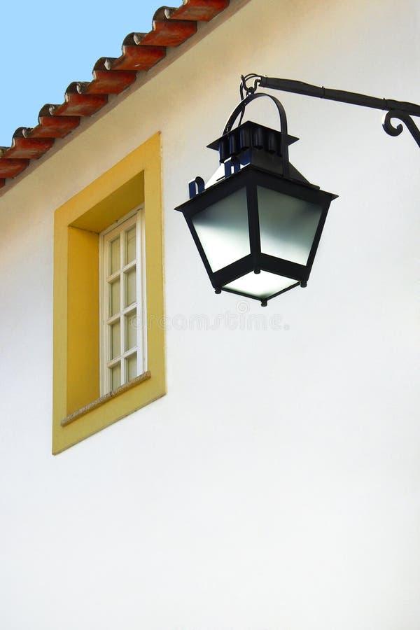 Lampione e finestra immagini stock libere da diritti