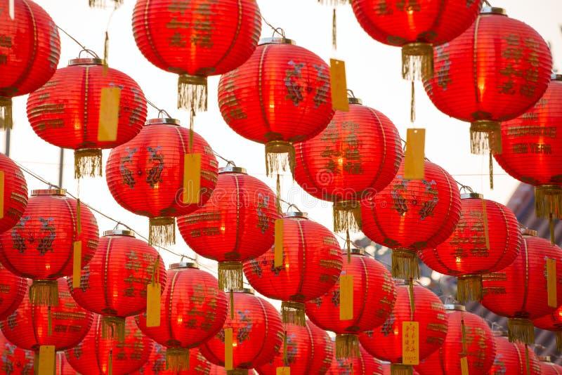 Lampions rouges chinois de nouvelle année photos stock