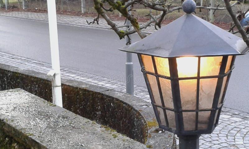Lampionu światło na mroźnym dniu obraz royalty free