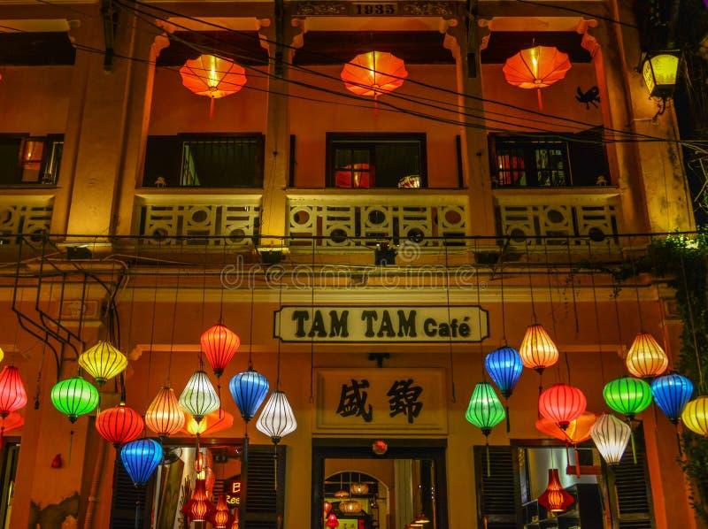 Lampiony zaświecający w górę ulic na zdjęcia stock