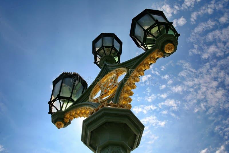 Lampor för Westminster brogata royaltyfria bilder