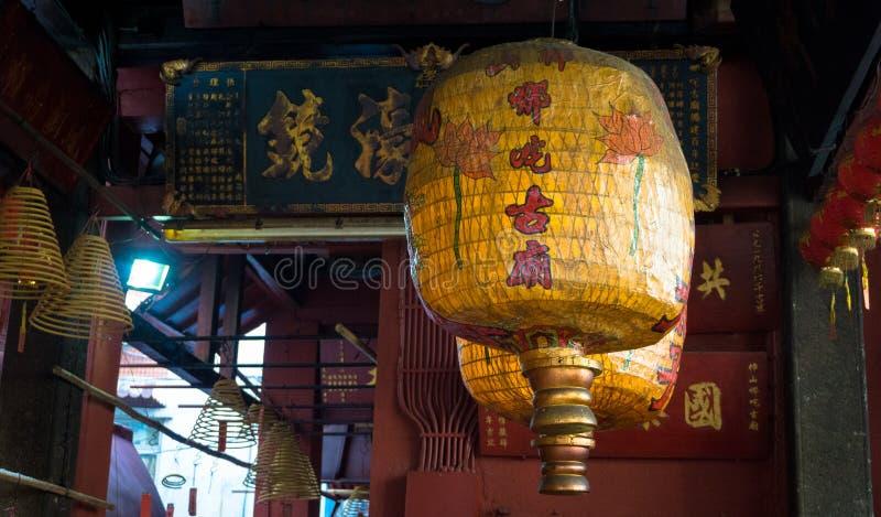 Lampor i en tempel, Macao royaltyfria bilder