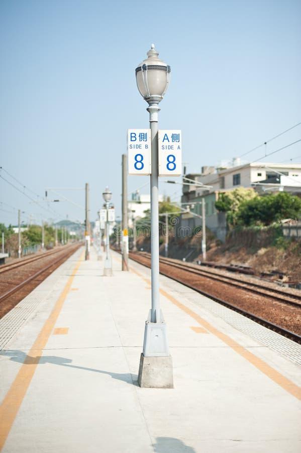 Lampost на платформе стоковые фото