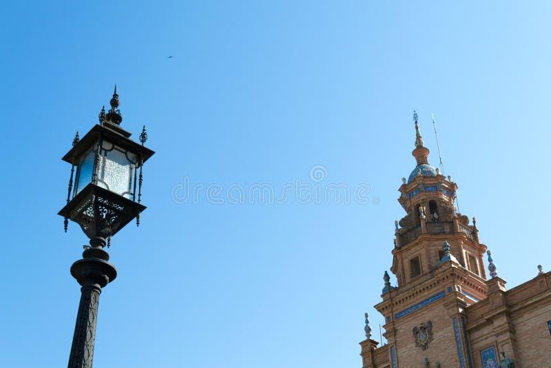 Lampost en toren bij het vierkant van Spanje royalty-vrije stock foto