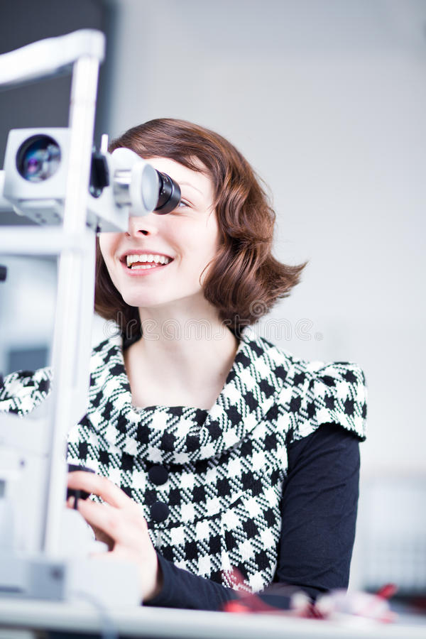 lampowego optometrist ładny rozchylenie używać potomstwo zdjęcia royalty free