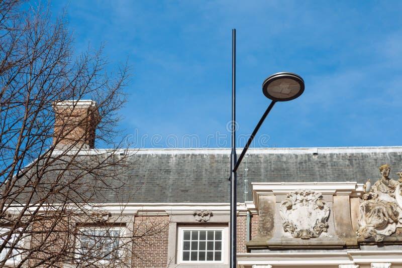 Lampowi latarniowi połysk PROWADZILI latarki białej round czarnej nowej technologii cienia niebieskiego nieba domu plafonowego si fotografia stock
