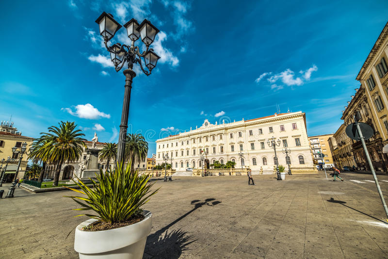 Lamppost στην πλατεία δ ` Ιταλία σε Sassari στοκ φωτογραφία