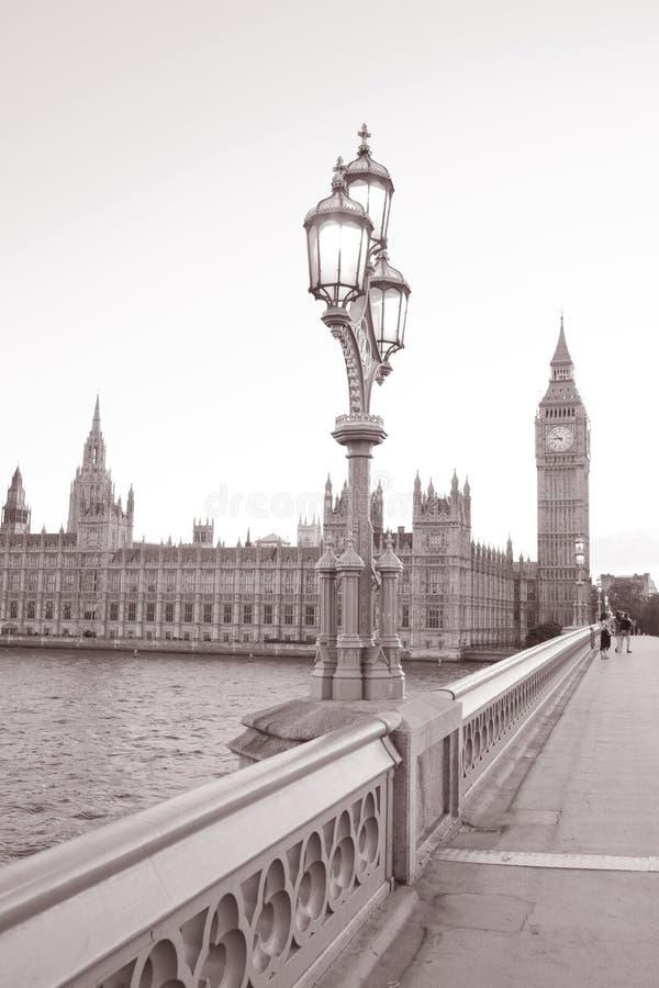 Lamppost, Big Ben e casas do parlamento, Londres foto de stock royalty free
