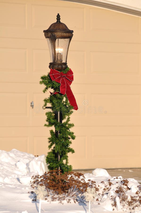 Free Lamppost Decorated For Christmas Royalty Free Stock Image - 16900176