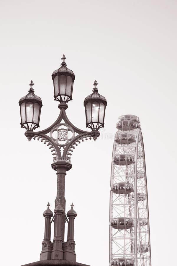 Lamppost e olho de Londres, Londres fotos de stock royalty free