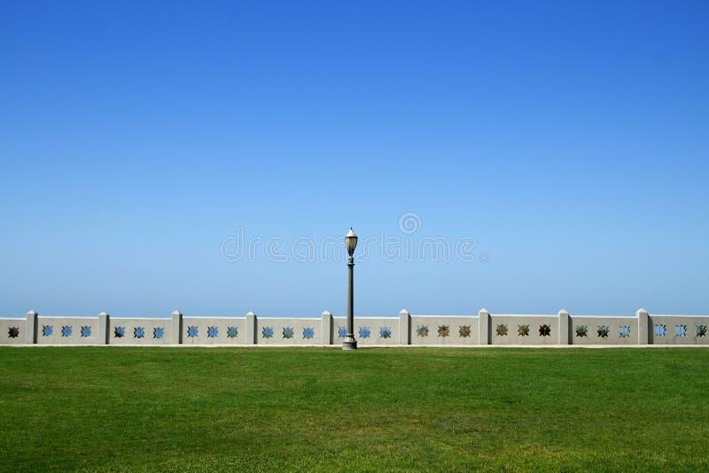Download Lamppost Entre La Pista Y El Cielo Foto de archivo - Imagen de pared, verde: 1275014