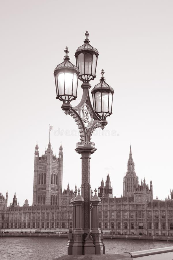 Download Lamppost I Domy Parlament, Londyn Zdjęcie Stock - Obraz złożonej z iluminujący, polityka: 28961210