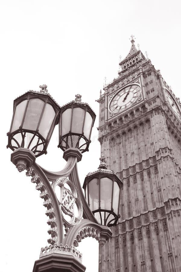 Lamppost och stora Ben på Westminster, London fotografering för bildbyråer