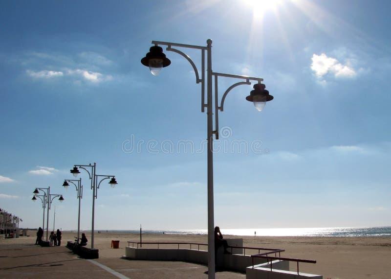 Lampposts на заходе солнца стоковое изображение rf