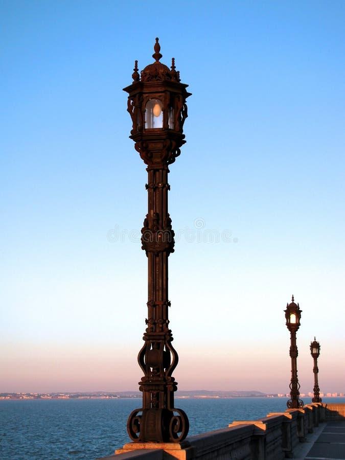 Lampposts på solnedgången royaltyfri fotografi