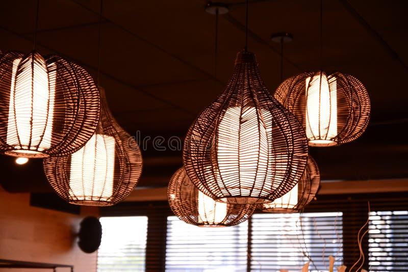 lampy lampa wyjątkowo jest szczególnie i projektuje obraz stock