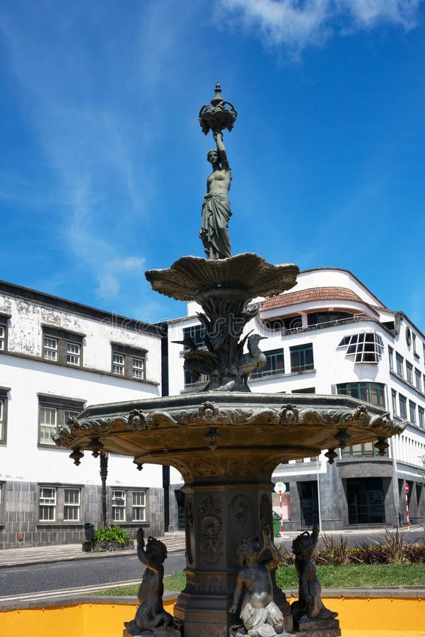 Lana żelazna fontanna w Vasco Da Gama kwadracie w historycznym centrum Ponta Delgada zdjęcie stock